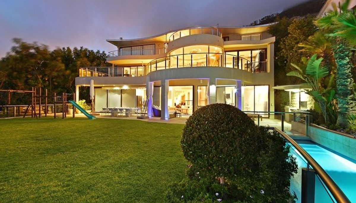 4 Bedroom House for Sale in Fresnaye Atlantic Seaboard