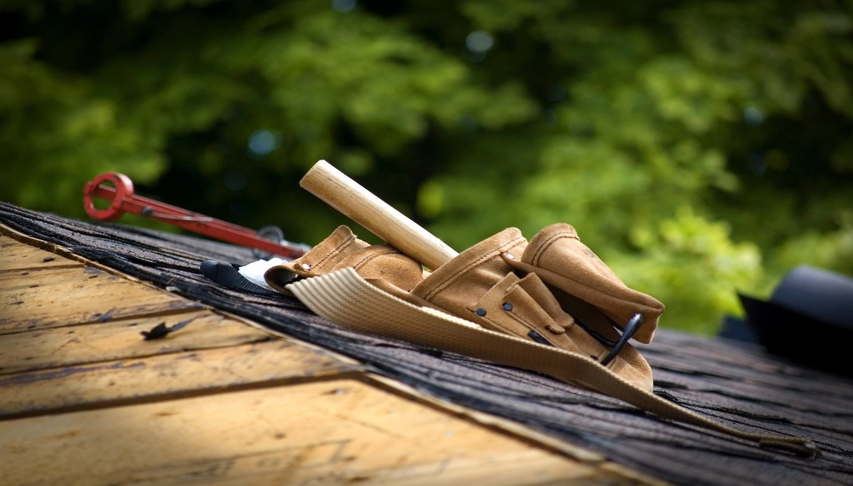 Advantages Repairing Roof Before Sale Property
